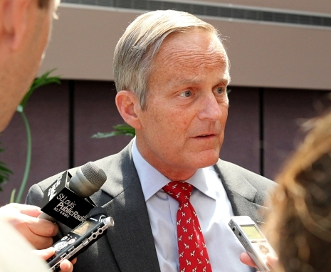 Akin stays on the hot seat